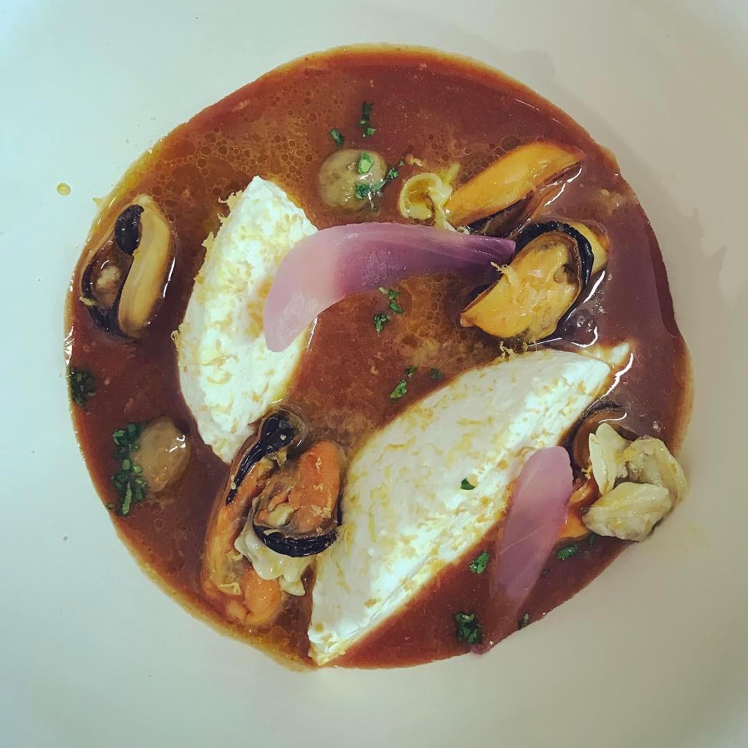 Brodetto di pesce con ricotta, bottarga, lime e frutti di mare